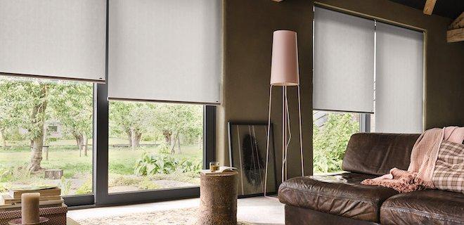 Haal de natuur in huis met raamdecoratie in natuurtinten