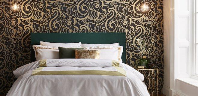Metallic en ronde vormen op de muur