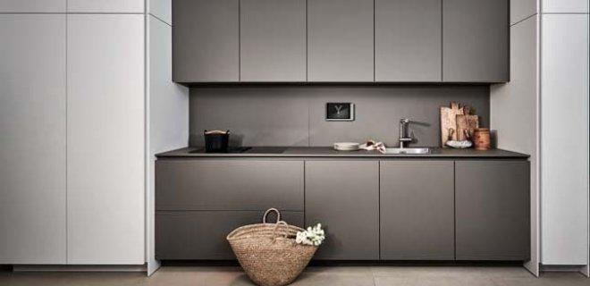 Poggenpohl +Segmento Y. Designkeuken zwart, wit & grijs
