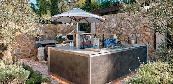 Uitgebreid koken met deze prachtige outdoor kitchen