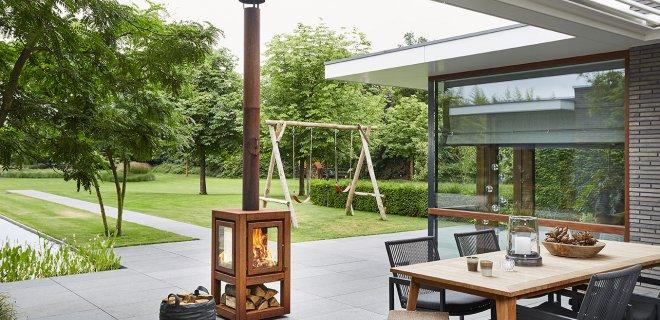 Moderne terras houtkachels