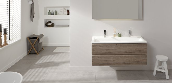 Badkamertegels Mat Of Glanzend : Badkamermeubels met warme houtkleur ...