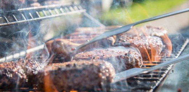 Barbecueën in de herfst? Dat kan in je buitenkeuken!
