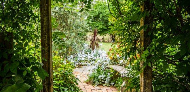 Deze klusjes in je tuin moeten regelmatig herhaald worden