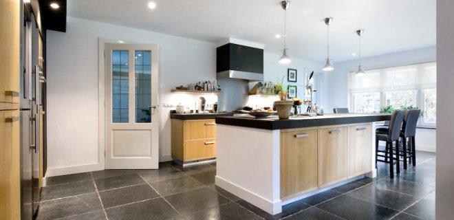 Keukeninspiratie: een keukenvloer van natuursteen