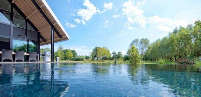 Genieten van een schoon zwembad zonder onderhoud
