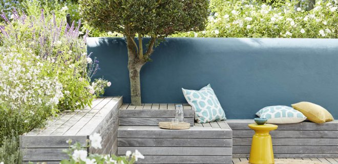 Sfeer in de tuin met buitenverf in de mooiste trendkleuren