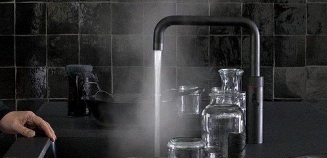 Prachtig! De zwarte Quooker kokendwaterkraan