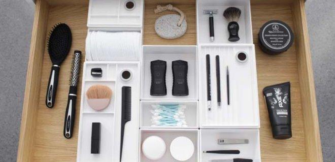 Organiseer de badkamer met handige lade-indelingen