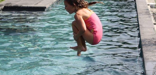 Maak je zwembad 'lenteklaar' in een paar stappen