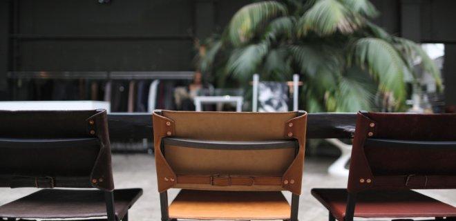 Memento stoelen van leer en staal