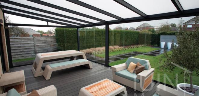 Met een glazen schuifwand maak je een heuse tuinkamer