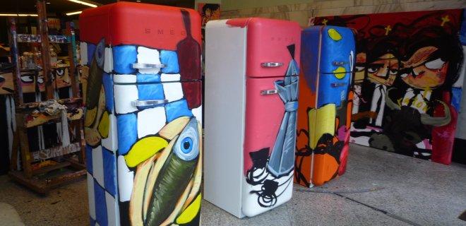 Kunstenaar Selwyn Senatori beschildert Smeg koelkasten