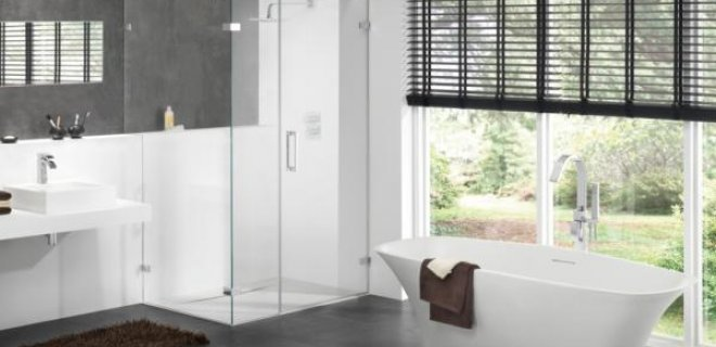 Badkamer In Slaapkamer Vocht : Badkamer met ligbad en inloopdouche ...