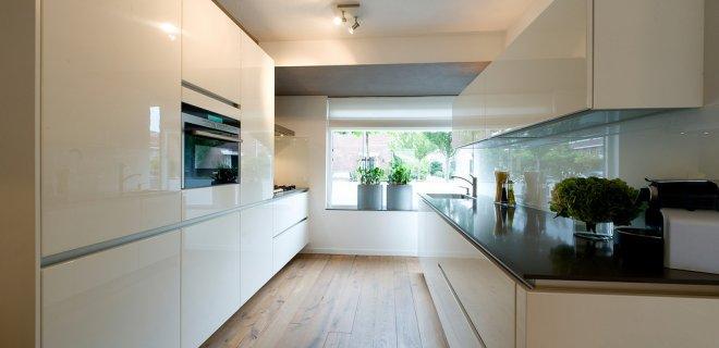 Witte hoogglans keukens: voorbeelden & inspiratie