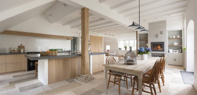 Interieurinspiratie: woonboerderij met natuurstenen vloer