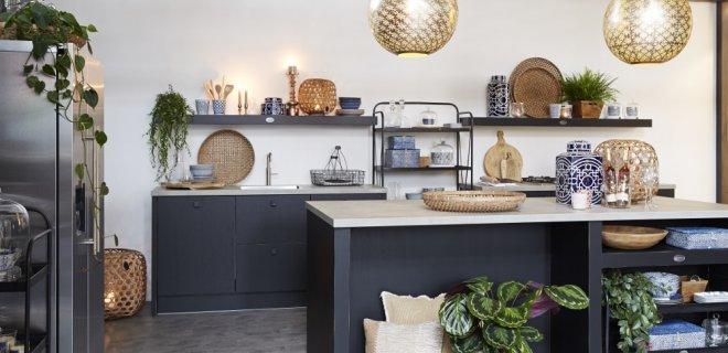 Binnenkijken! Zwarte keuken van Riverdale