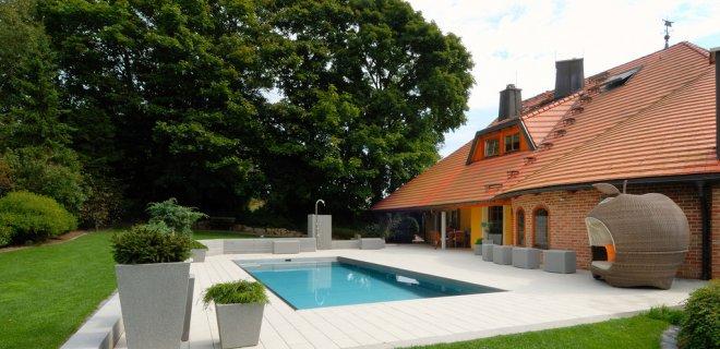 Zwembad in de tuin zwembaden special nieuws for Zwembad plaatsen in tuin
