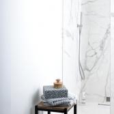 Luxe badkamer met XXL-marmertegels