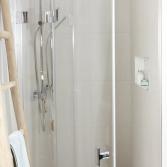 Tijdloze badkamer in offwhite