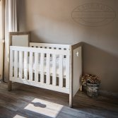 Esgrado steigerhouten babykamer