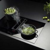 Inductie kookplaat met centrale afzuiging