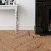 Kunststof vloer in visgraatmotief
