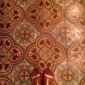 FLOORZ-Oude vloertegels met bloemmotief