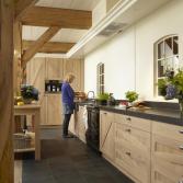 Gerard Hempen Houten Keukens in landelijk blank eiken