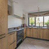 Handgemaakte keuken met ILVE Nostalgie inductie fornuis mat zwart