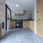 Blauwsteen vloer met doorleefde uitstraling | Kersbergen