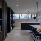 Moderne woonkeuken in antraciet