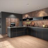 Zwarte keuken met gouden randje
