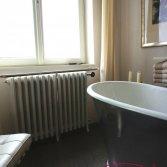 Klassieke gietijzeren badkamer radiator