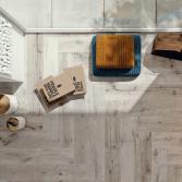 Robuuste tegelvloer met houtlook