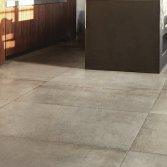 Betonlook met keramische tegels