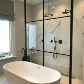 Badkamer met marmerlook   Sanisale