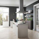 Design keuken met slank kookeiland