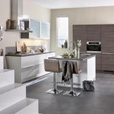 Witte keuken gecombineerd met hout