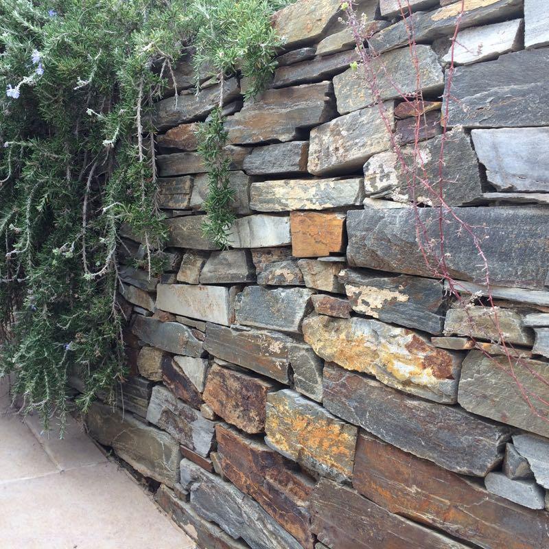 Mediterrane stijl in de tuin? Unieke Muurblokken van Kwartsiet