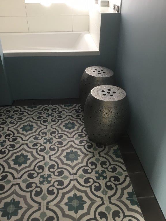 Floorz portugese tegels agadir in de badkamer product in beeld startpagina voor - Tegel patroon badkamer ...