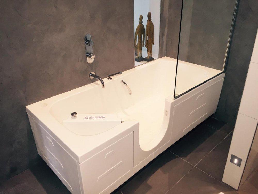 Apollo zitbaden en ligbaden met deur