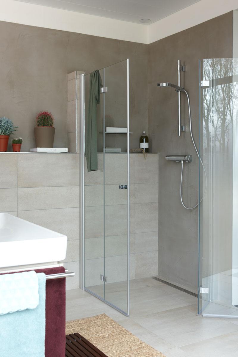 Baden+ kleine natuurlijke badkamer