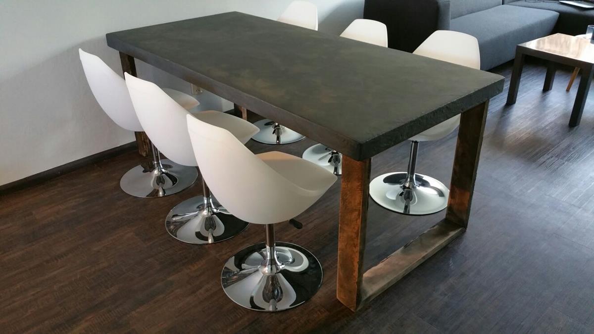 Betonnen tafel met houten U-poot | Woodindustries