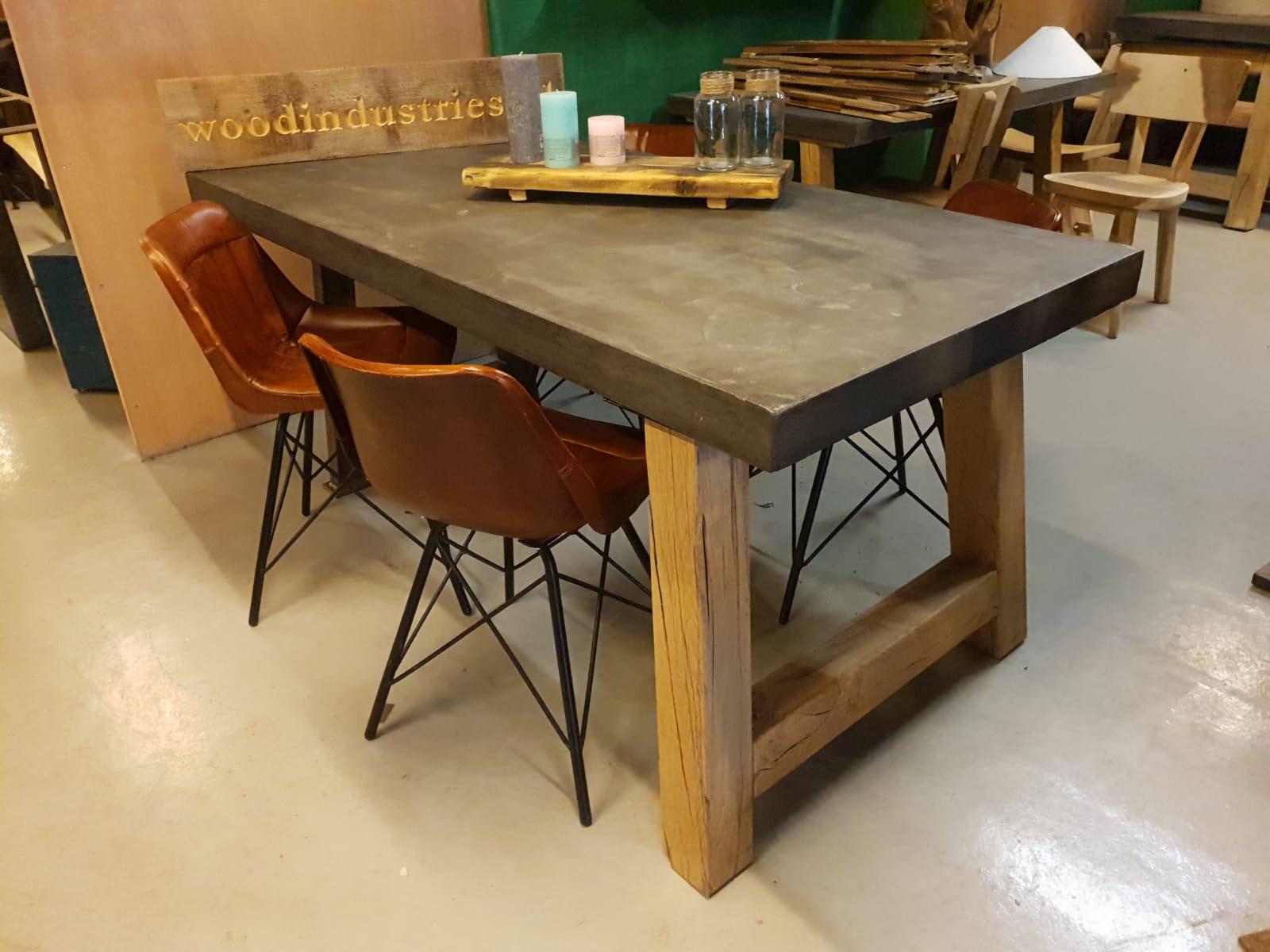 Betonnen tafel robuust