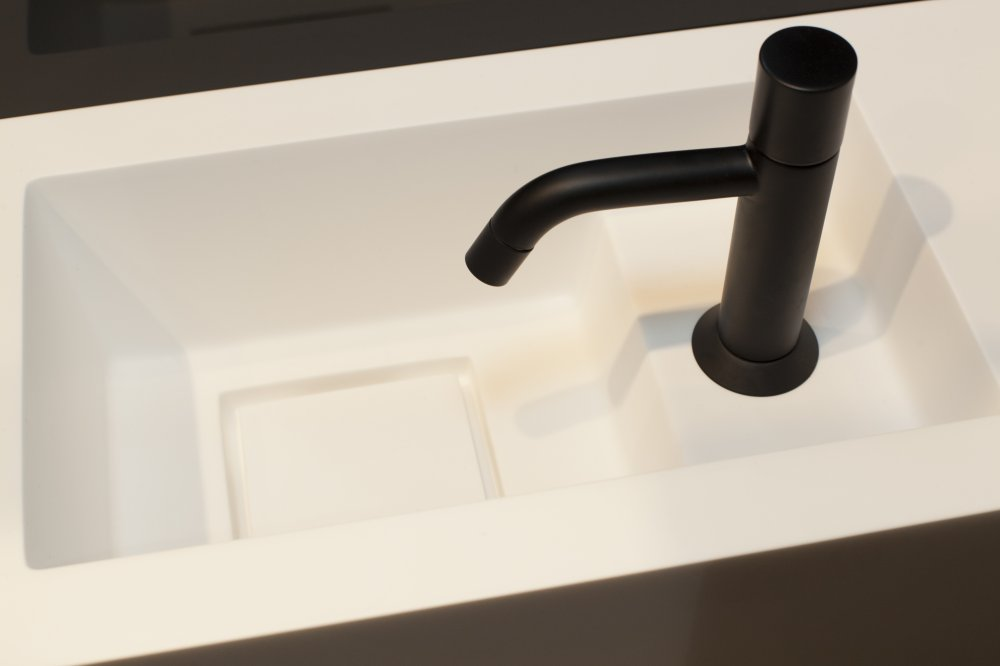 Burgmans sanitair puurwit solid surface fontein product in beeld
