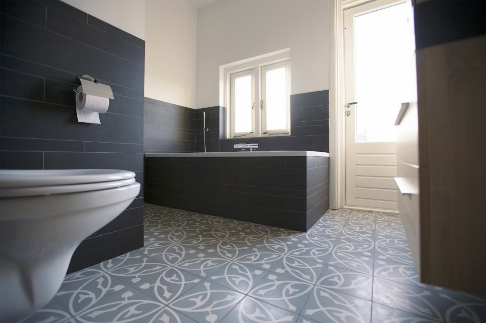 Cementtegels In Badkamer : Cementtegels in de badkamer product in beeld startpagina voor