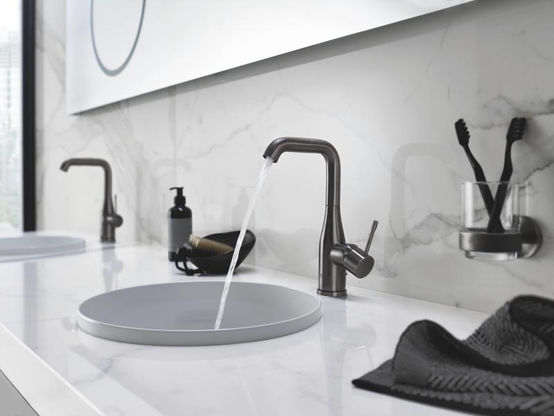 Badkamer Leeuwarden Kleuren : Complete badkamer in kleur met grohe product in beeld