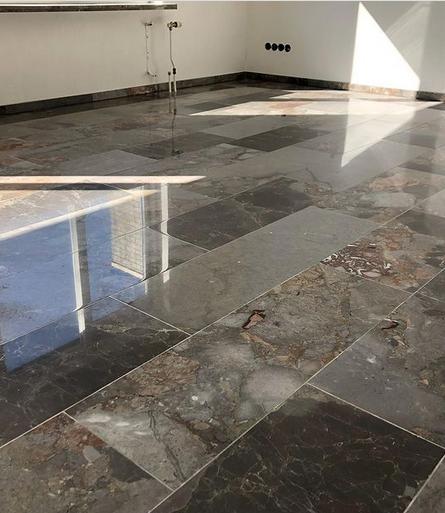 Hoogglans gepolijste vloer | De Haan Natuursteen