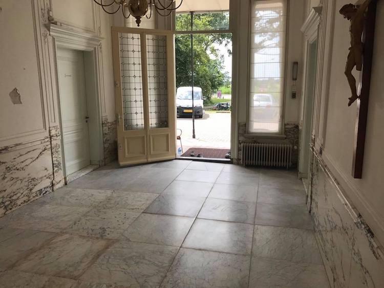 Marmeren vloer reinigen product in beeld startpagina voor